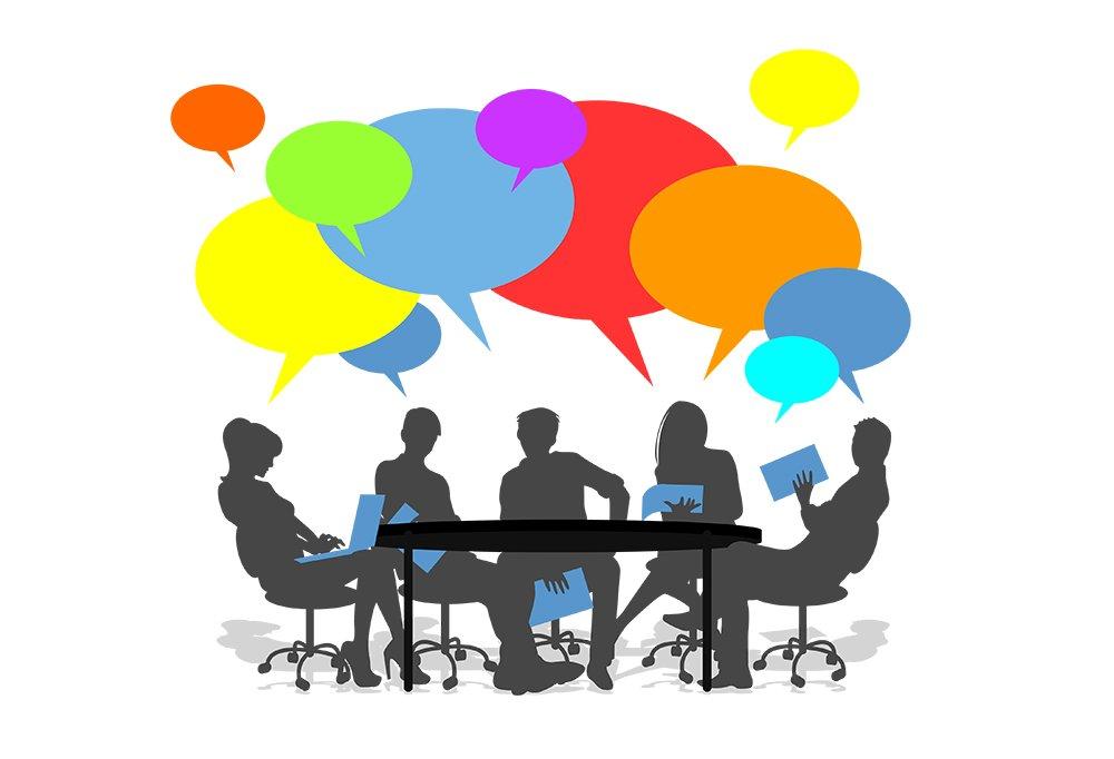 silhouette de 5 personnes assises autour d'une table avec des bulles de pensée au dessus de leur tête